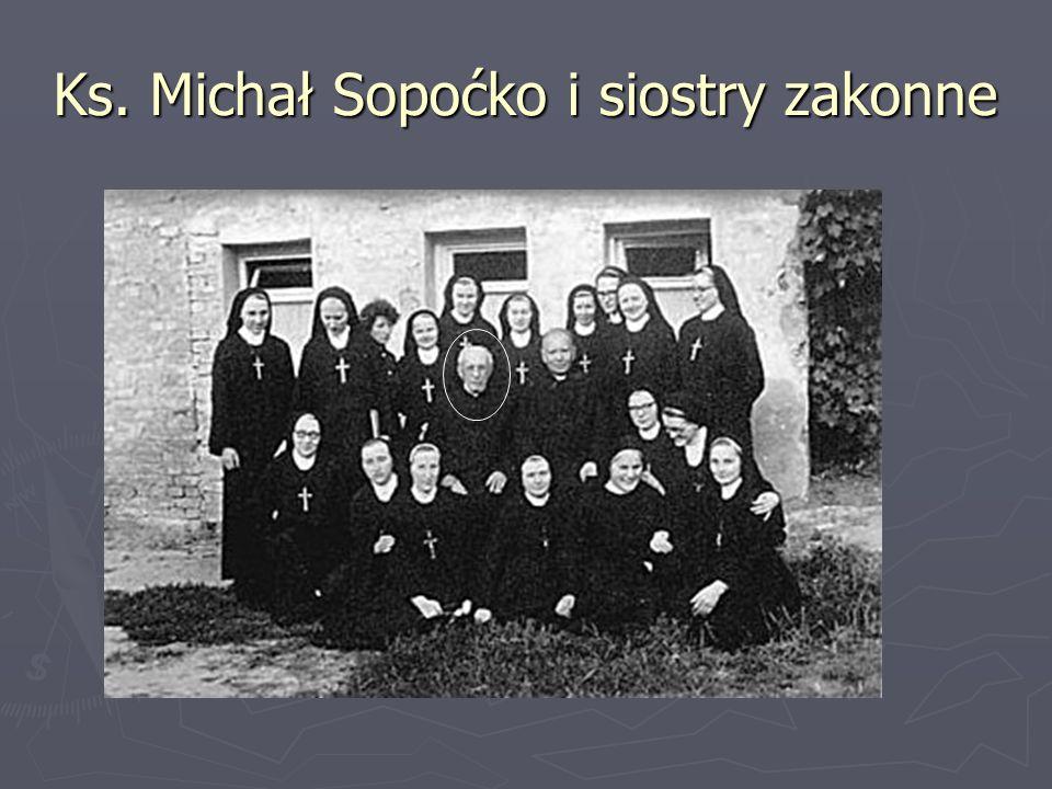 Ks. Michał Sopoćko i siostry zakonne