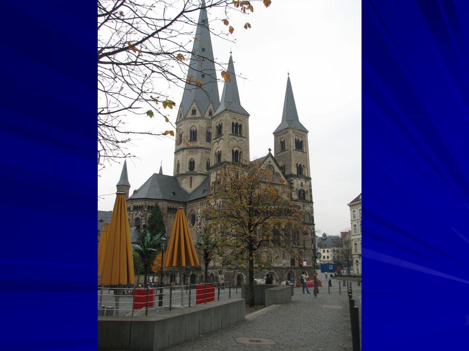 Katedra – dziedziniec romański