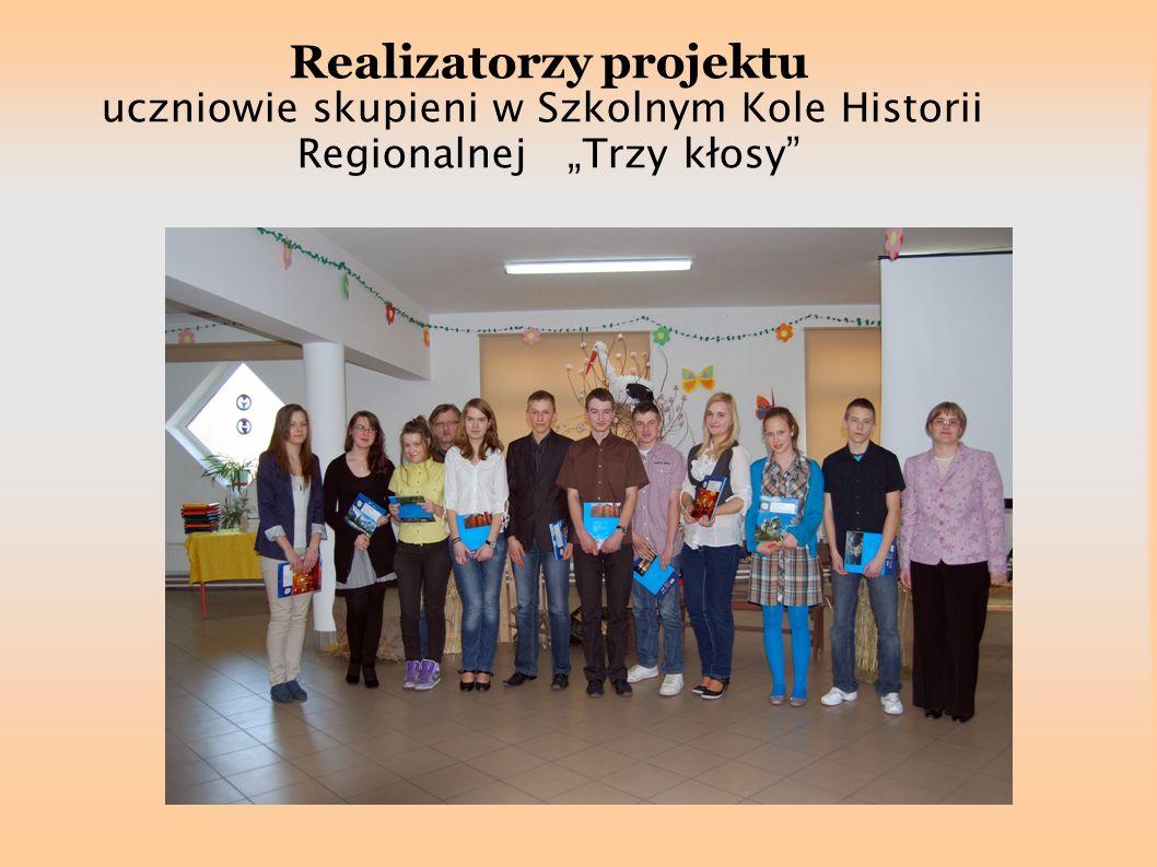 Realizatorzy projektu uczniowie skupieni w Szkolnym Kole Historii Regionalnej Trzy kłosy