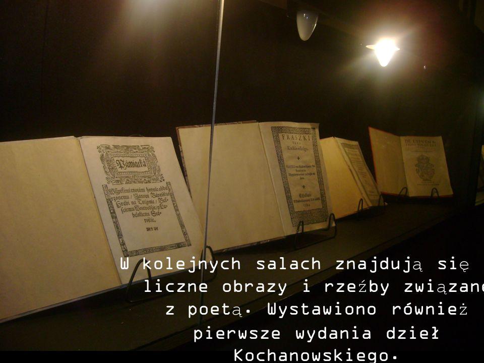 W kolejnych salach znajdują się liczne obrazy i rzeźby związane z poetą. Wystawiono również pierwsze wydania dzieł Kochanowskiego.