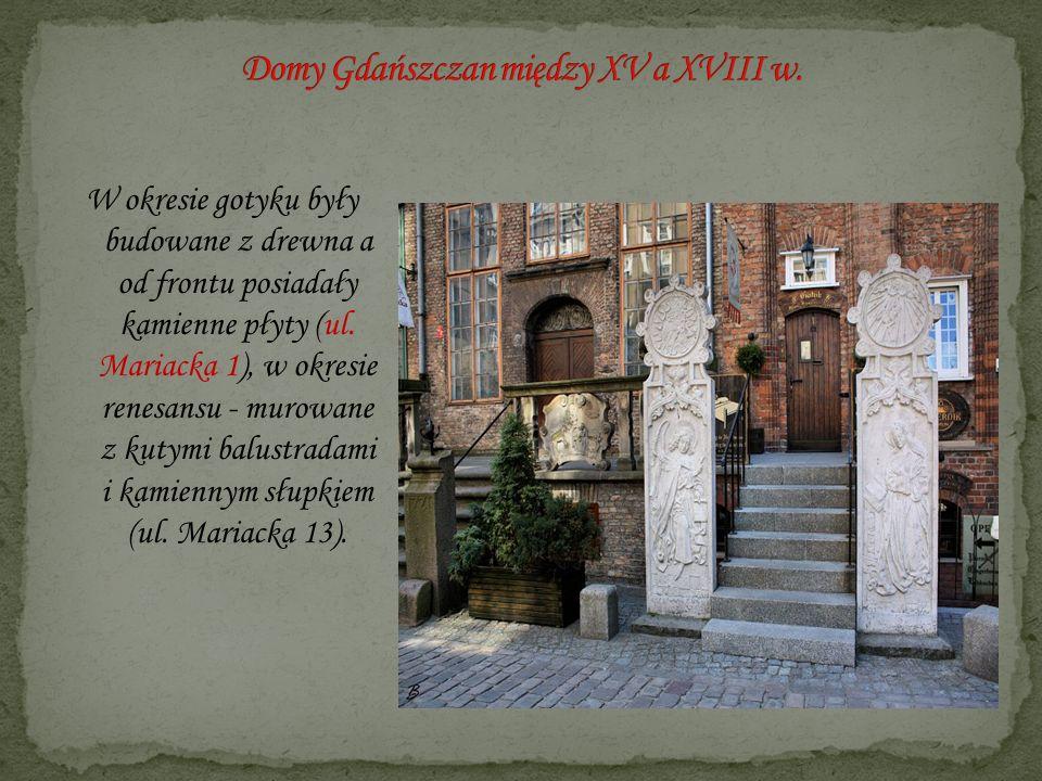 W okresie gotyku były budowane z drewna a od frontu posiadały kamienne płyty (ul. Mariacka 1), w okresie renesansu - murowane z kutymi balustradami i