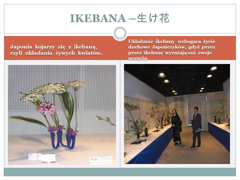 Japonia kojarzy się z ikebaną, czyli układania żywych kwiatów.