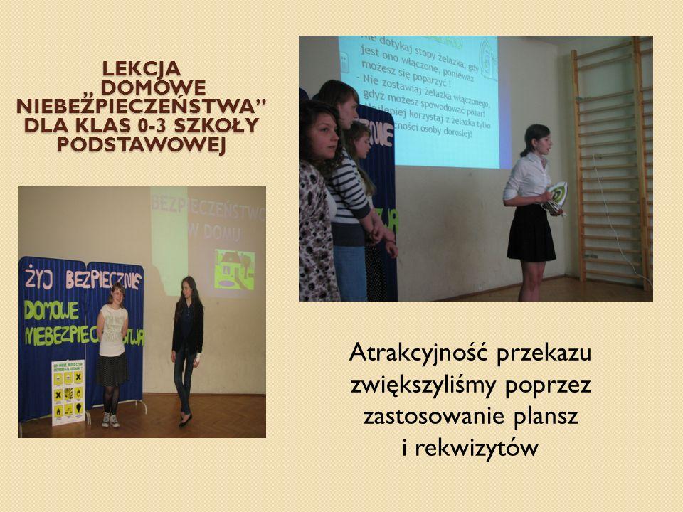 Dziewczęta demonstrowały jak udzielić pomocy w przypadku m.in.