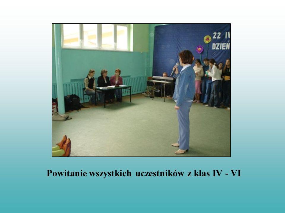 Wystawę na temat dziury ozonowej przygotowali uczniowie klas VI A
