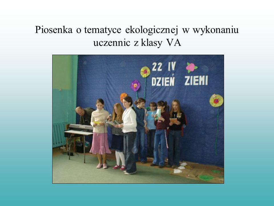 Prezentacja piosenki o tematyce ekologicznej w wykonaniu klas IV
