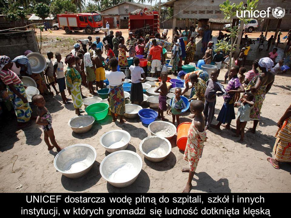 UNICEF dostarcza wodę pitną do szpitali, szkół i innych instytucji, w których gromadzi się ludność dotknięta klęską