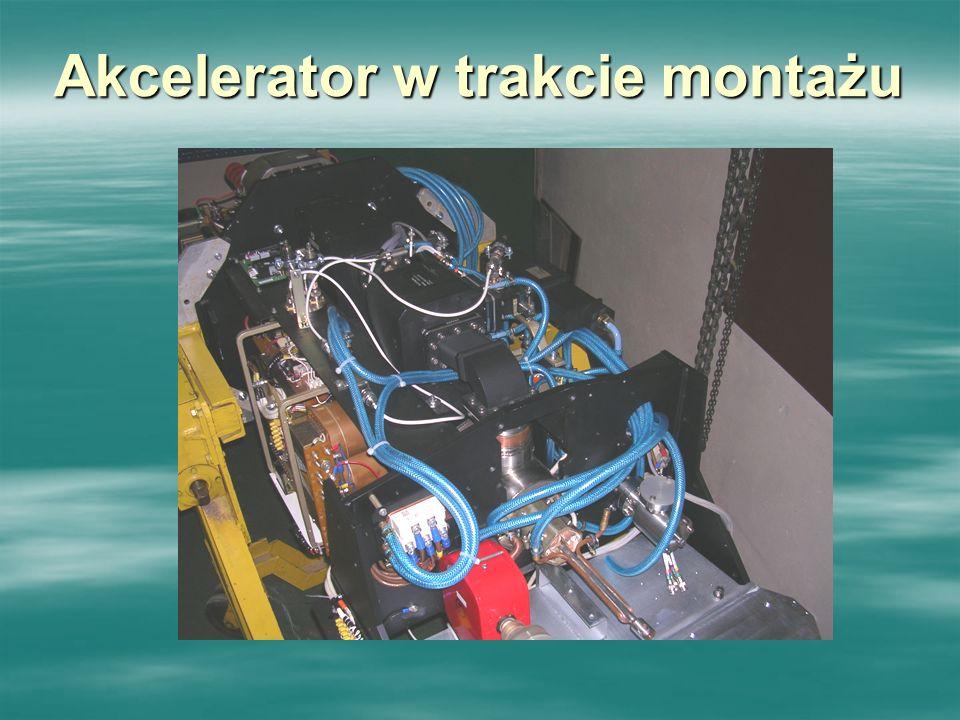 Akcelerator w trakcie montażu