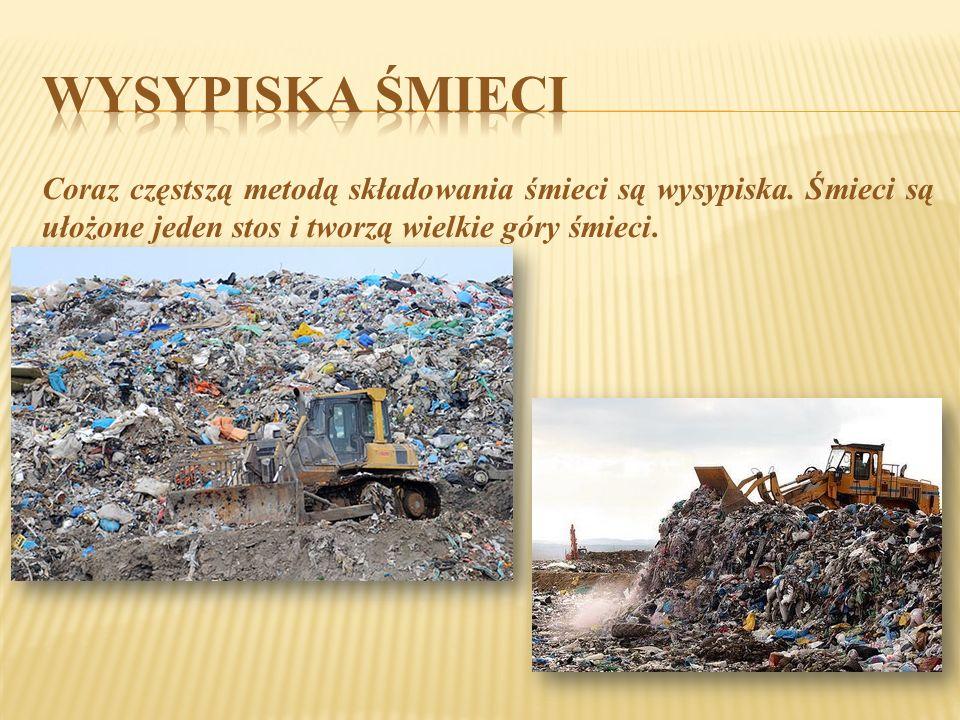 Coraz częstszą metodą składowania śmieci są wysypiska. Śmieci są ułożone jeden stos i tworzą wielkie góry śmieci.