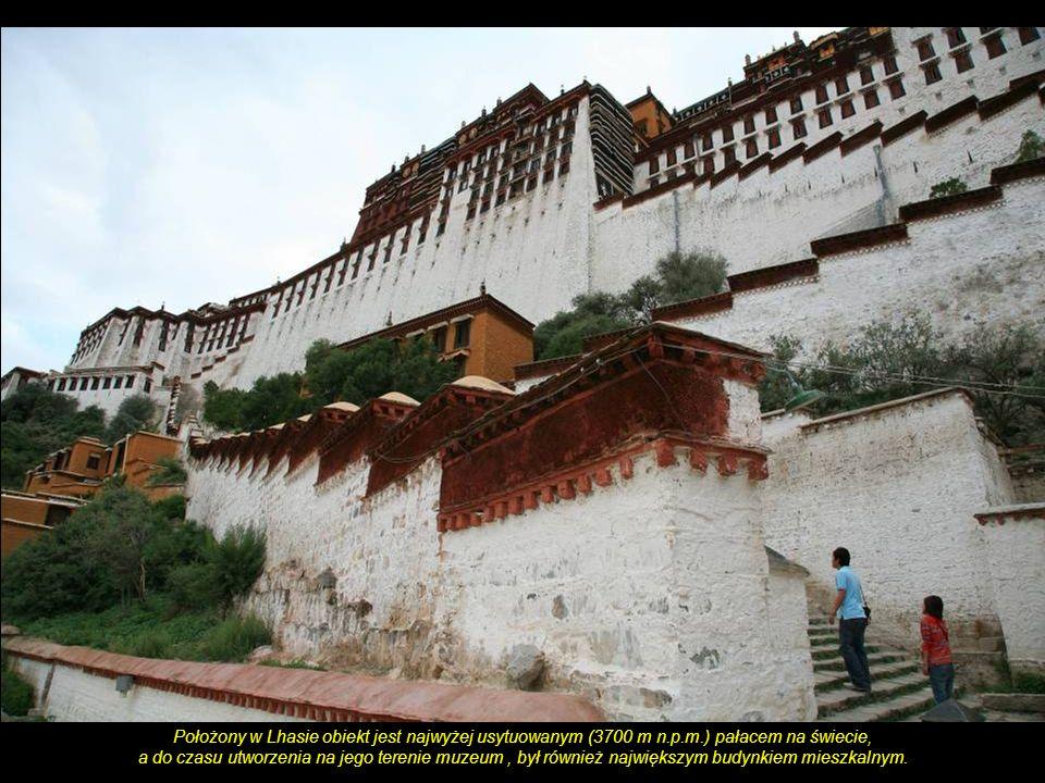 Pałac Potala - zimowa rezydencja nominalnych władców Tybetu do 1959 roku, kiedy Dalajlama XIV został zmuszony do ucieczki w wyniku nieudanego powstani