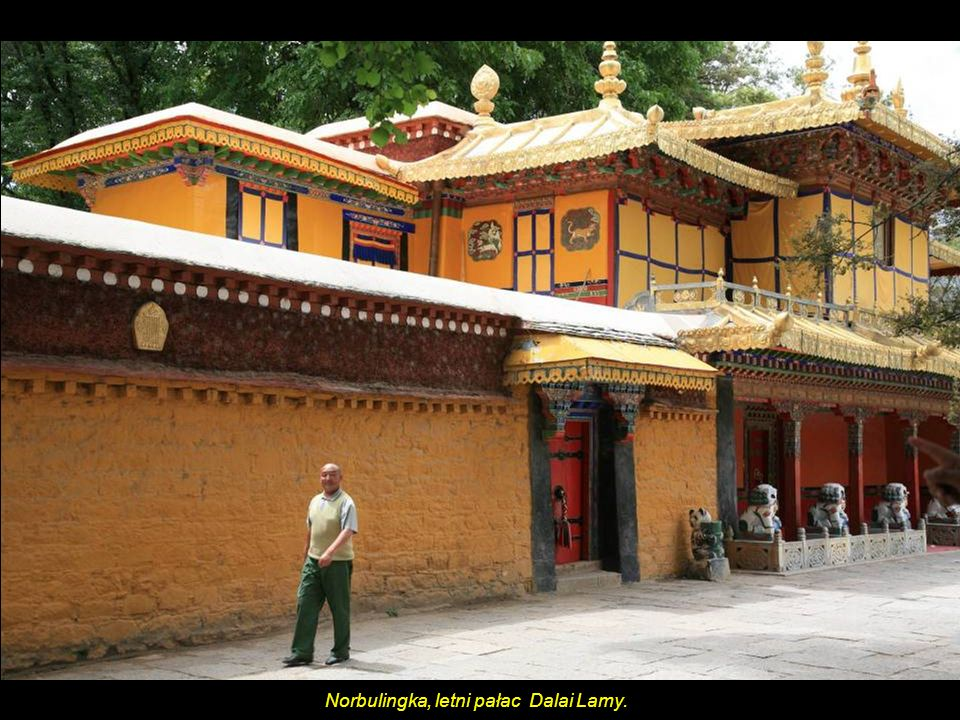 Barkhor Market już poza murami świątyni - Jokhang Temple.