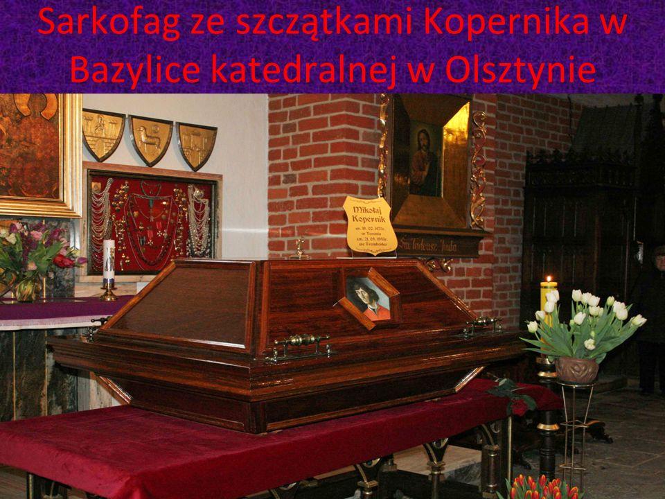 Sarkofag ze szczątkami Kopernika w Bazylice katedralnej w Olsztynie