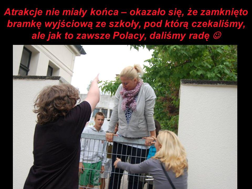 Atrakcje nie miały końca – okazało się, że zamknięto bramkę wyjściową ze szkoły, pod którą czekaliśmy, ale jak to zawsze Polacy, daliśmy radę