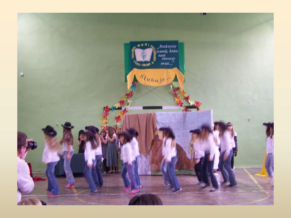 Pauza od 2003 r.uczestniczy w przeglądach i konkursach zespołów tanecznych.