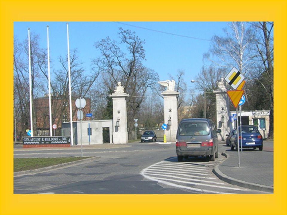 1 października 1990 roku, na mocy rozporządzenia Rady Ministrów Akademię Sztabu Generalnego Wojska Polskiego przekształcono w Akademię Obrony Narodowej.