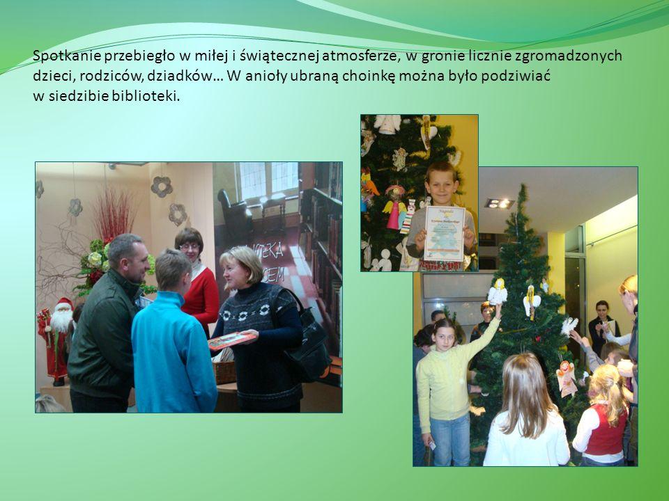 Spotkanie przebiegło w miłej i świątecznej atmosferze, w gronie licznie zgromadzonych dzieci, rodziców, dziadków… W anioły ubraną choinkę można było podziwiać w siedzibie biblioteki.