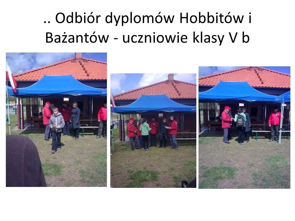 .. Odbiór dyplomów Hobbitów i Bażantów - uczniowie klasy V b