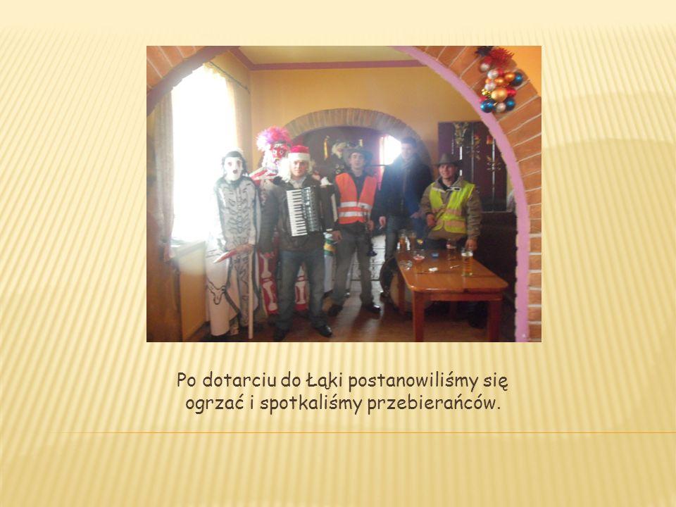 Po dotarciu do Łąki postanowiliśmy się ogrzać i spotkaliśmy przebierańców.