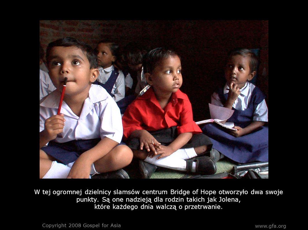 www.gfa.org Copyright 2008 Gospel for Asia W tej ogromnej dzielnicy slamsów centrum Bridge of Hope otworzyło dwa swoje punkty.