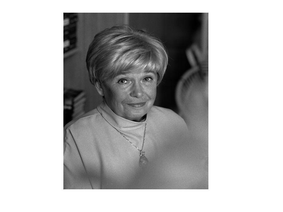 Joanna Chmielewska Urodziła się w 1932 roku, w Warszawie.