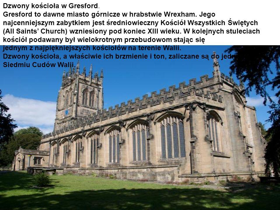Dzwony kościoła w Gresford. Gresford to dawne miasto górnicze w hrabstwie Wrexham. Jego najcenniejszym zabytkiem jest średniowieczny Kościół Wszystkic