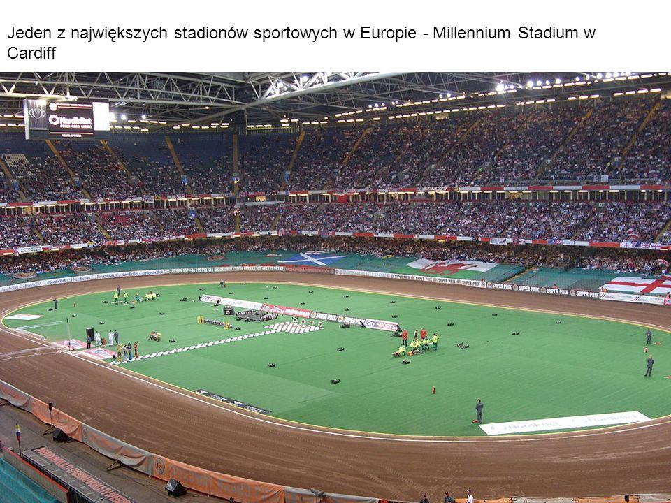 Jeden z największych stadionów sportowych w Europie - Millennium Stadium w Cardiff