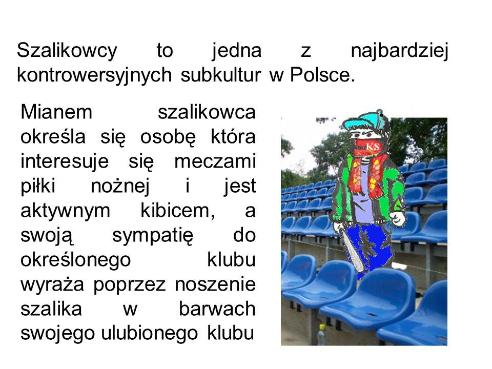 Szalikowcy to jedna z najbardziej kontrowersyjnych subkultur w Polsce. Mianem szalikowca określa się osobę która interesuje się meczami piłki nożnej i