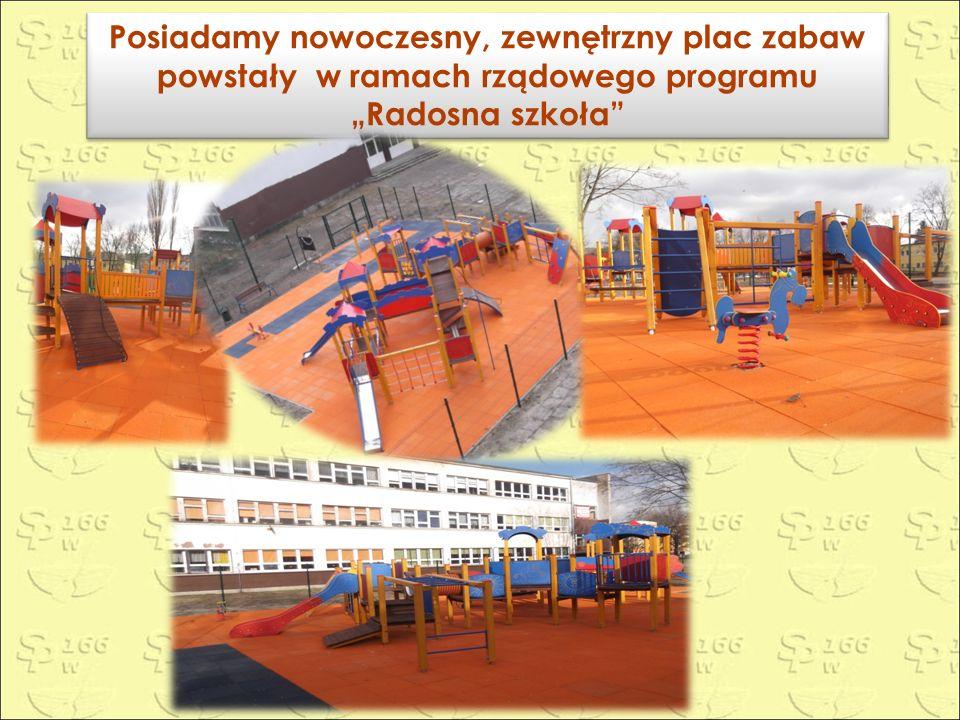 """Posiadamy nowoczesny, zewnętrzny plac zabaw powstały w ramach rządowego programu """"Radosna szkoła Posiadamy nowoczesny, zewnętrzny plac zabaw powstały w ramach rządowego programu """"Radosna szkoła"""