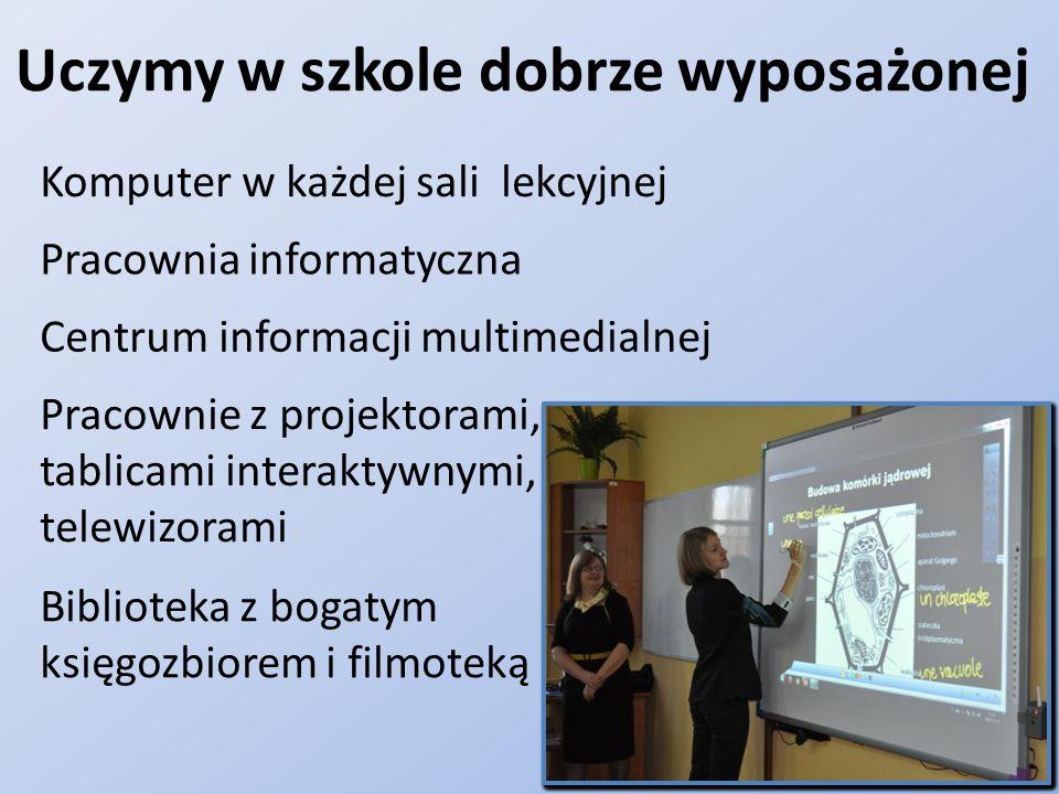 Uczymy w szkole dobrze wyposażonej Biblioteka z bogatym księgozbiorem i filmoteką Pracownia informatyczna Pracownie z projektorami, tablicami interaktywnymi, telewizorami Komputer w każdej sali lekcyjnej Centrum informacji multimedialnej