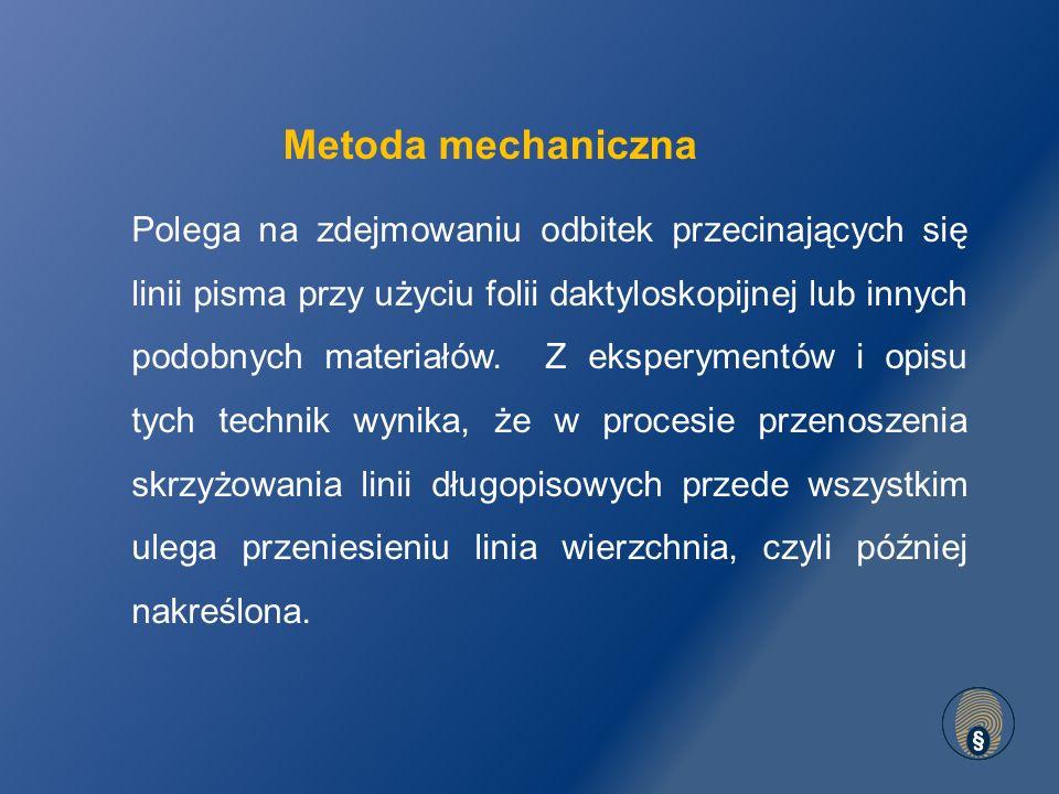 Polega na zdejmowaniu odbitek przecinających się linii pisma przy użyciu folii daktyloskopijnej lub innych podobnych materiałów.