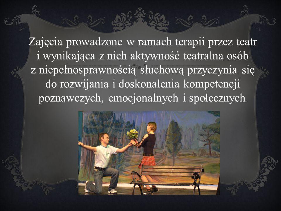 Zajęcia prowadzone w ramach terapii przez teatr i wynikająca z nich aktywność teatralna osób z niepełnosprawnością słuchową przyczynia się do rozwijan