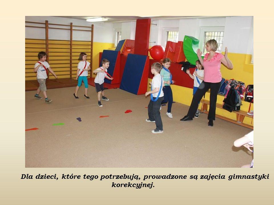 Dla dzieci, które tego potrzebują, prowadzone są zajęcia gimnastyki korekcyjnej.