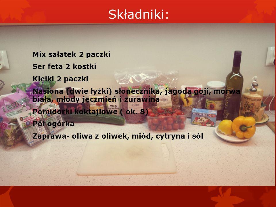 Składniki: Mix sałatek 2 paczki Ser feta 2 kostki Kiełki 2 paczki Nasiona (dwie łyżki) słonecznika, jagoda goji, morwa biała, młody jęczmień i żurawina Pomidorki koktajlowe ( ok.