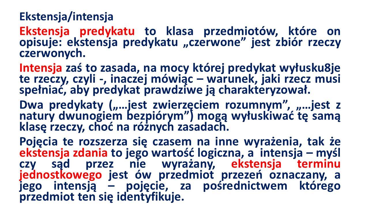 """Ekstensja/intensja Ekstensja predykatu to klasa przedmiotów, które on opisuje: ekstensja predykatu """"czerwone jest zbiór rzeczy czerwonych."""