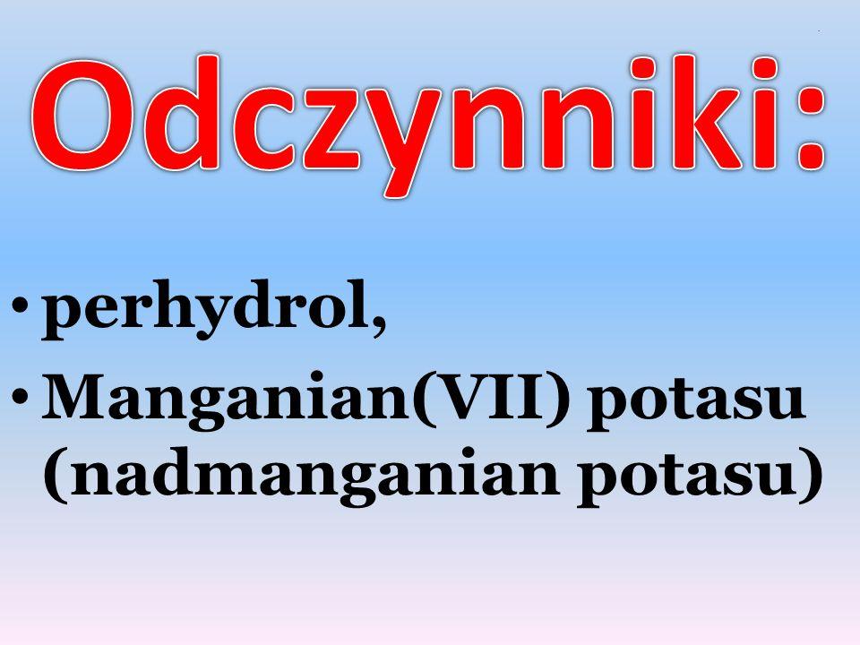 Po wlaniu do kolby niewielkiej ilości perhydrolu, wsypujemy nadmanganian potasu.