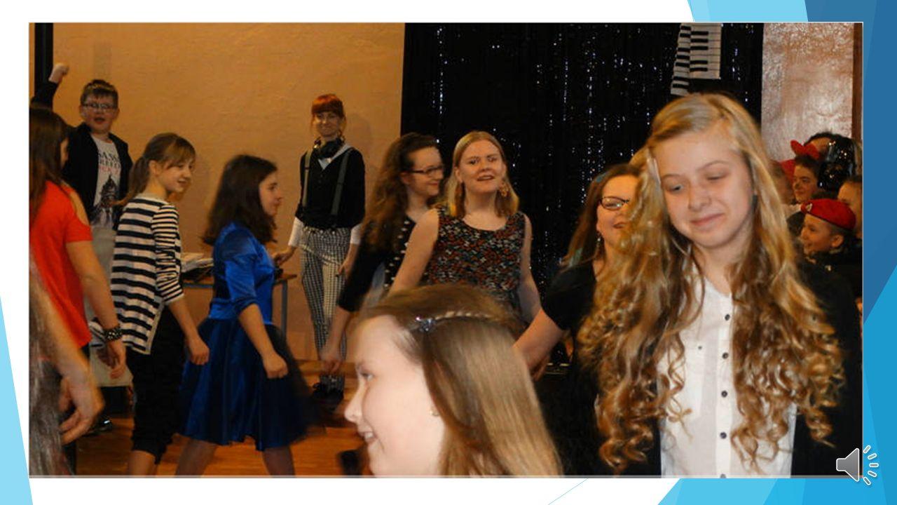 Nasza klasa świetnie się bawiła na balu karnawałowym