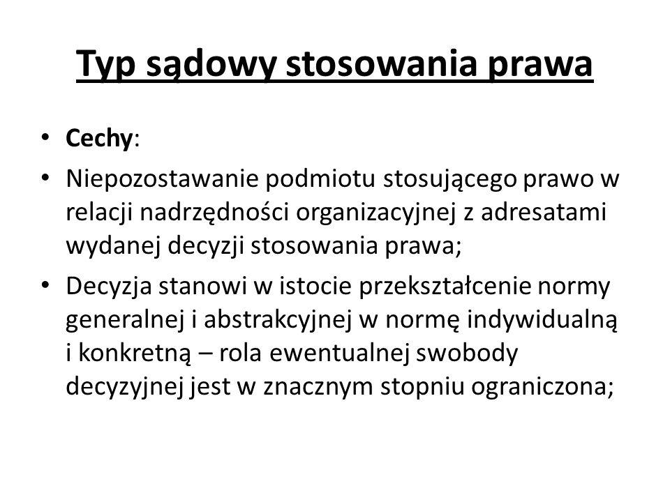 Typ sądowy stosowania prawa Cechy: Niepozostawanie podmiotu stosującego prawo w relacji nadrzędności organizacyjnej z adresatami wydanej decyzji stoso