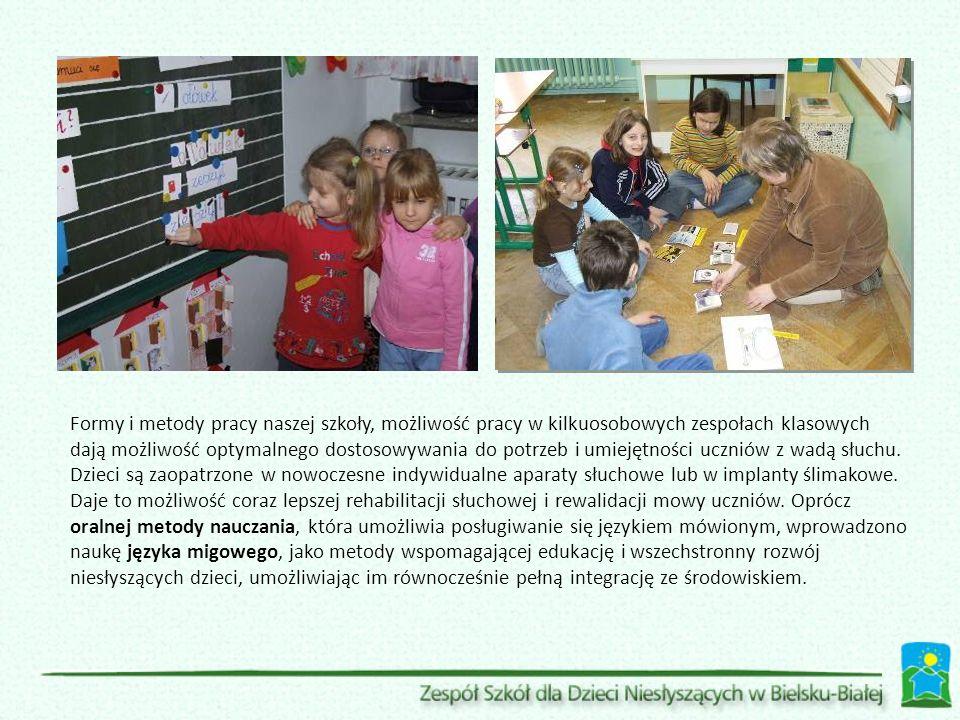 Formy i metody pracy naszej szkoły, możliwość pracy w kilkuosobowych zespołach klasowych dają możliwość optymalnego dostosowywania do potrzeb i umiejętności uczniów z wadą słuchu.