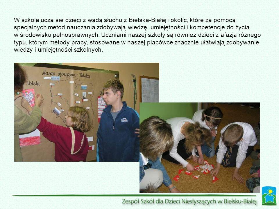 W szkole uczą się dzieci z wadą słuchu z Bielska-Białej i okolic, które za pomocą specjalnych metod nauczania zdobywają wiedzę, umiejętności i kompetencje do życia w środowisku pełnosprawnych.