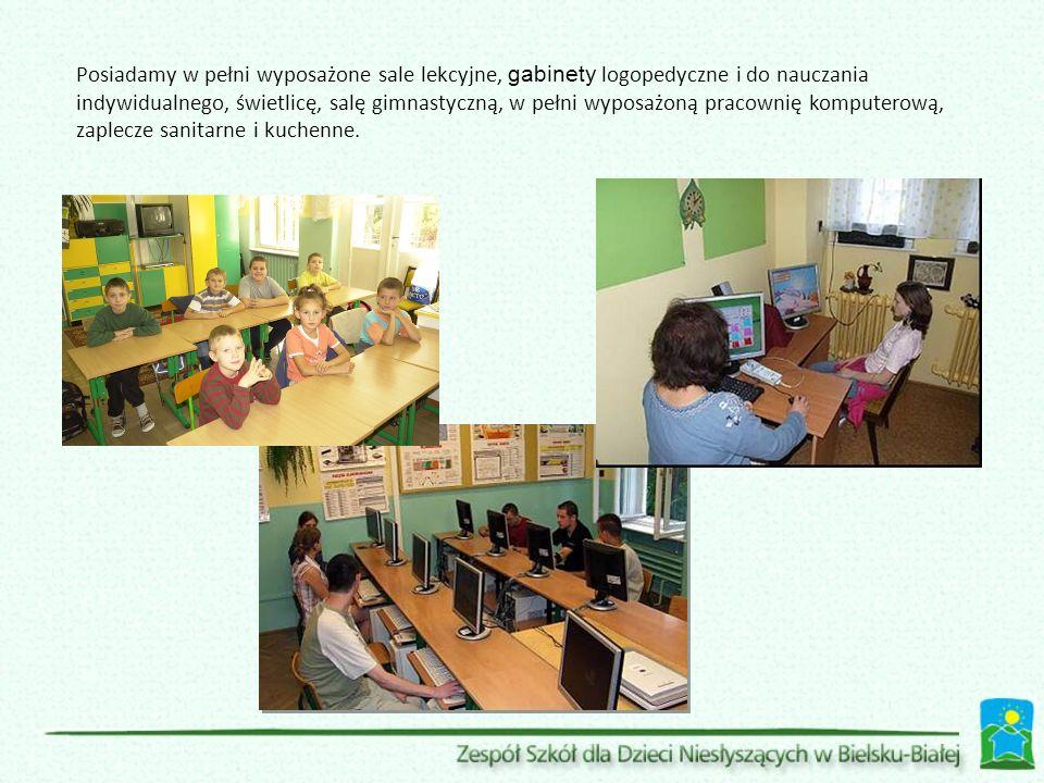 Posiadamy w pełni wyposażone sale lekcyjne, gabinety logopedyczne i do nauczania indywidualnego, świetlicę, salę gimnastyczną, w pełni wyposażoną prac
