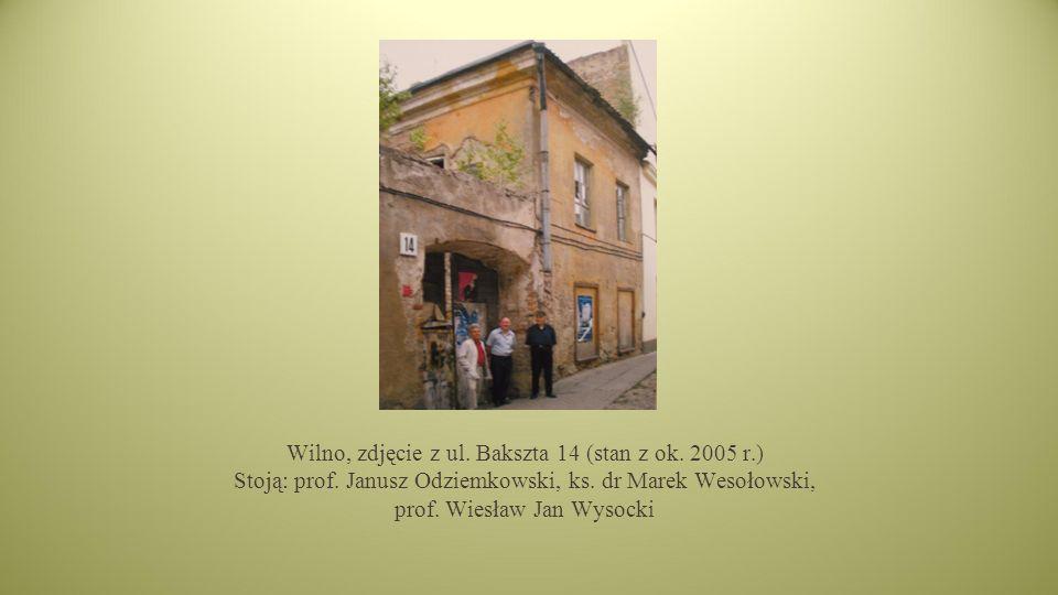 Wilno, zdjęcie z ul.Bakszta 14 (stan z ok. 2005 r.) Stoją: prof.