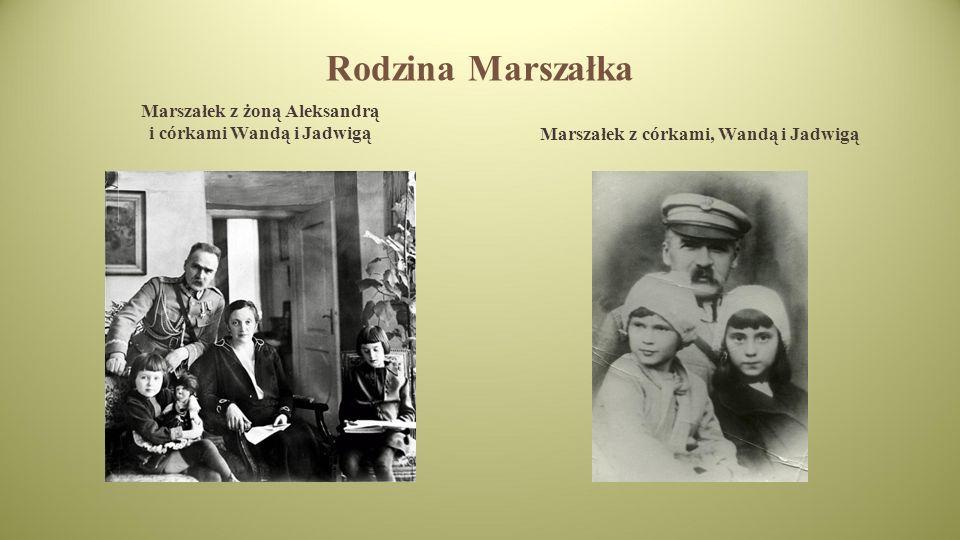 Rodzina Marszałka Marszałek z żoną Aleksandrą i córkami Wandą i JadwigąMarszałek z córkami, Wandą i Jadwigą