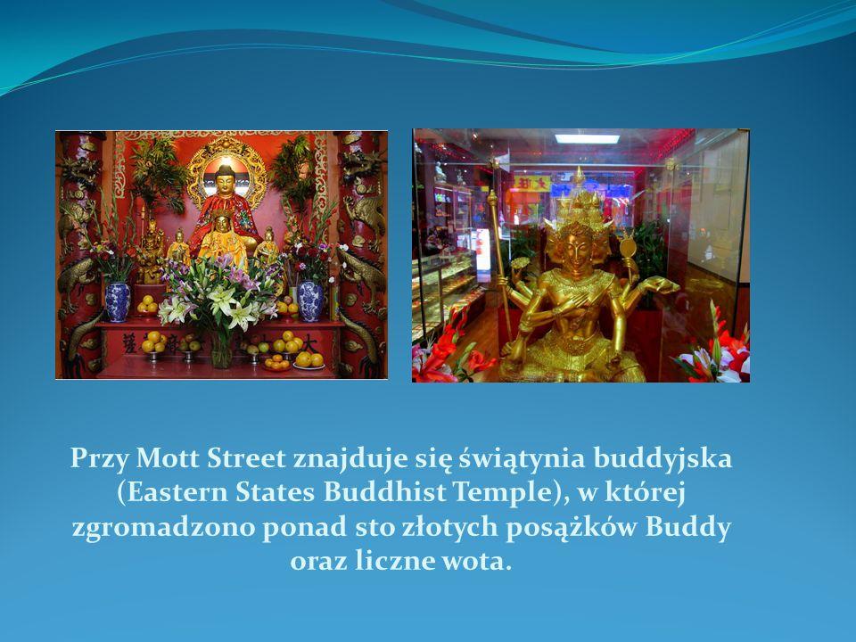 Przy Mott Street znajduje się świątynia buddyjska (Eastern States Buddhist Temple), w której zgromadzono ponad sto złotych posążków Buddy oraz liczne wota.