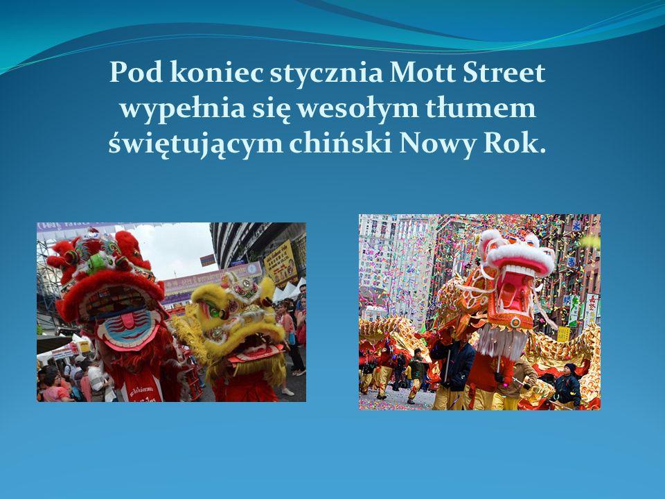 Pod koniec stycznia Mott Street wypełnia się wesołym tłumem świętującym chiński Nowy Rok.