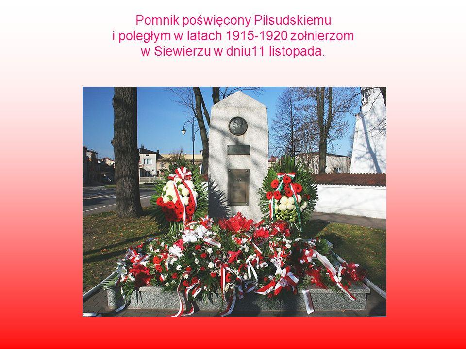 Pomnik poświęcony Piłsudskiemu i poległym w latach 1915-1920 żołnierzom w Siewierzu w dniu11 listopada.