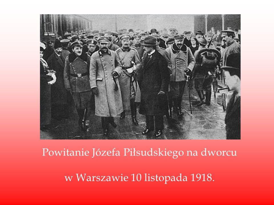 Powitanie Józefa Piłsudskiego na dworcu w Warszawie 10 listopada 1918.