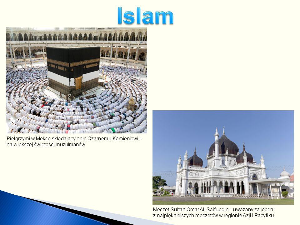 Meczet Sultan Omar Ali Saifuddin – uważany za jeden z najpiękniejszych meczetów w regionie Azji i Pacyfiku Pielgrzymi w Mekce składający hołd Czarnemu Kamieniowi – największej świętości muzułmanów