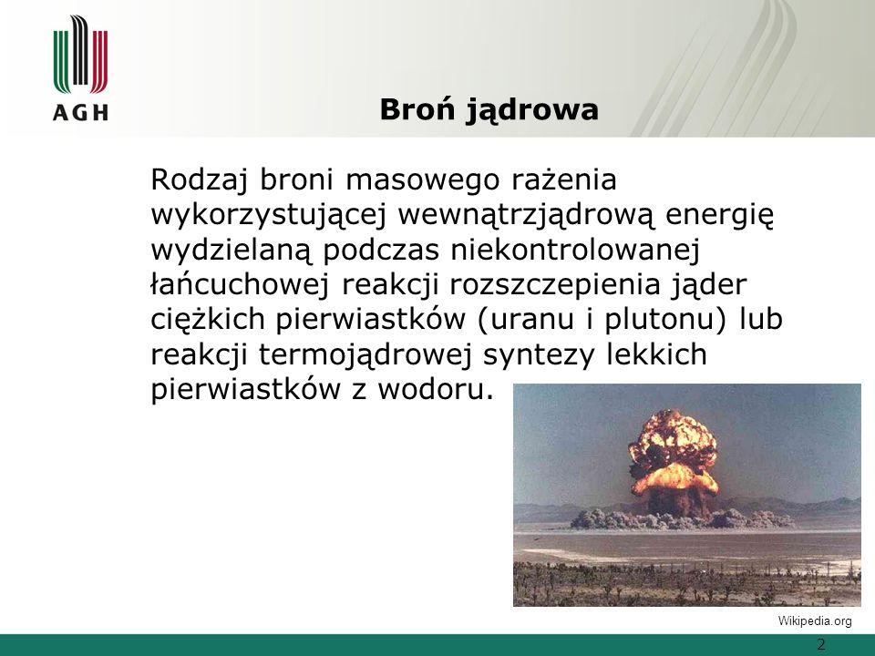 Broń jądrowa Rodzaj broni masowego rażenia wykorzystującej wewnątrzjądrową energię wydzielaną podczas niekontrolowanej łańcuchowej reakcji rozszczepienia jąder ciężkich pierwiastków (uranu i plutonu) lub reakcji termojądrowej syntezy lekkich pierwiastków z wodoru.