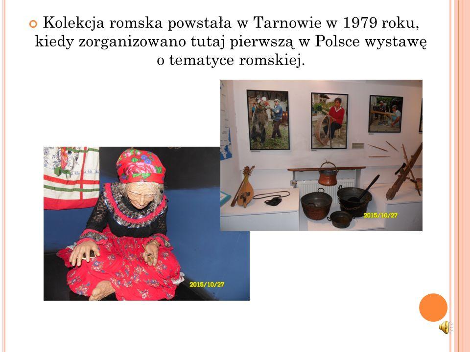 """Pierwszym przystankiem naszej podróży było Muzeum Etnograficzne, gdzie obejrzeliśmy wystawę """"Romowie-historia i kultura""""."""
