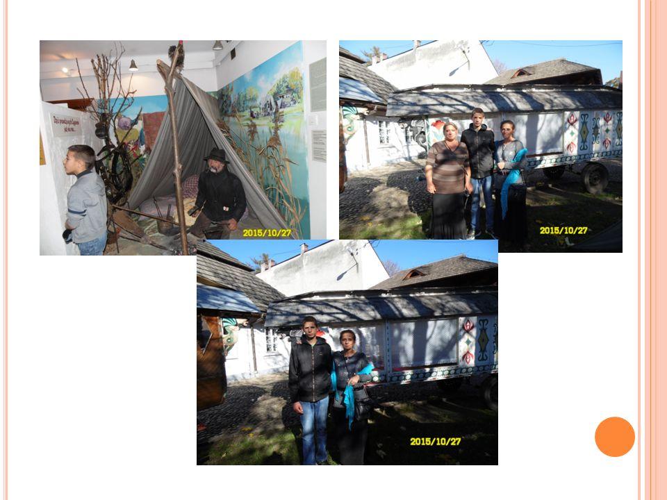 Dla Romów biorących udział w wycieczce to także szansa na przeniesienie się w czasy ich dziadków, którzy pamiętają piękno i trud taborowego życia.