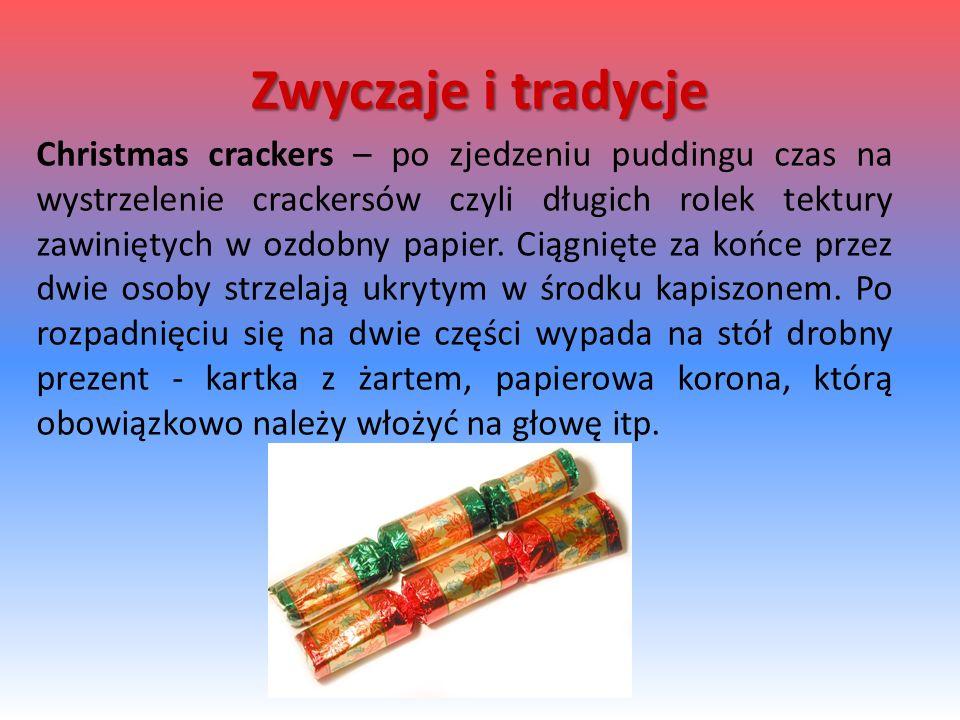 Christmas crackers – po zjedzeniu puddingu czas na wystrzelenie crackersów czyli długich rolek tektury zawiniętych w ozdobny papier. Ciągnięte za końc